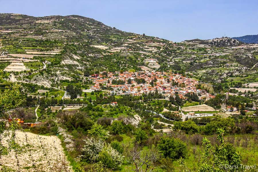 Горные пейзажи по дороге к деревне Лофу Кипр