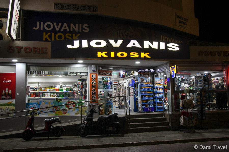 Кипр, город Ларнака, набережная Финикудес, магазинчик Jiovanis kiosk